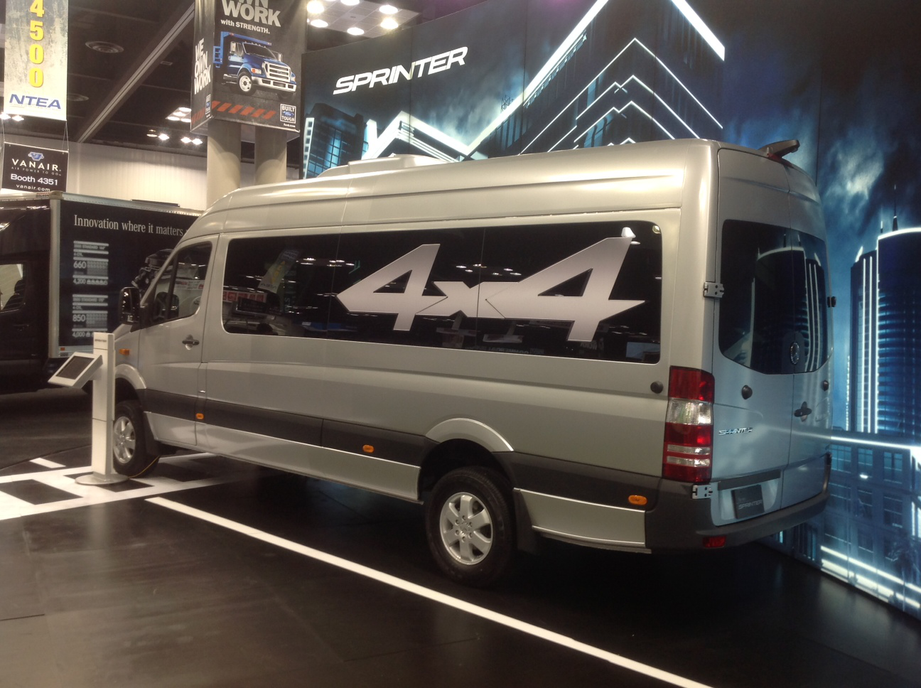 Mercedes benz to bring sprinter van production to north for Mercedes benz manufacturing plant in usa