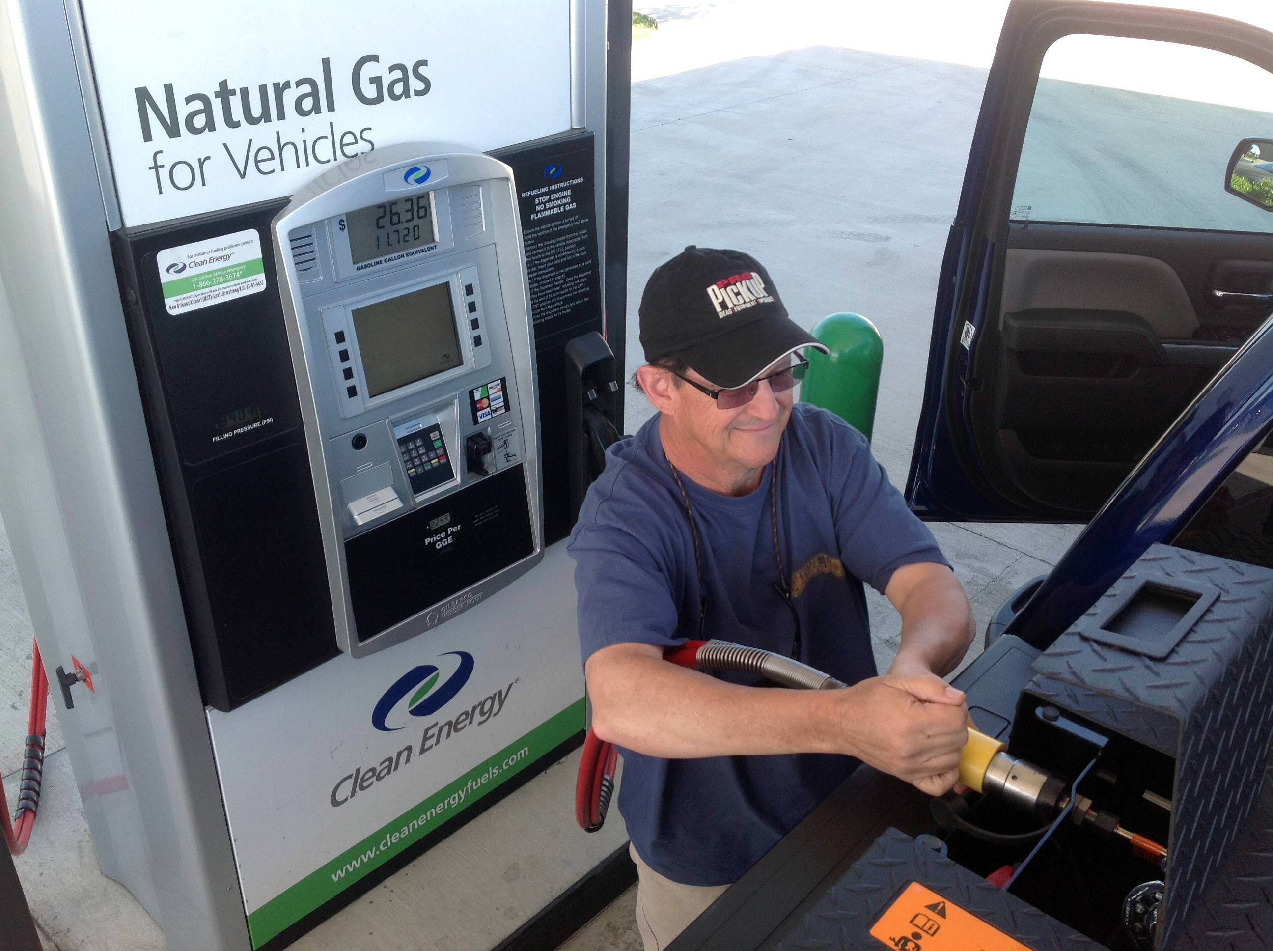 Hwt Senior Editor Bruce Smith Fueling 2017 Chevy Silverado With Cng