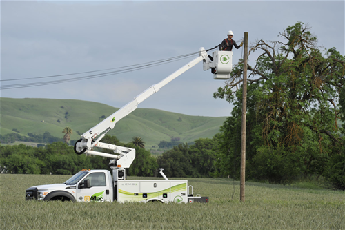 Iowa's largest utility company acquires first hybrid truck