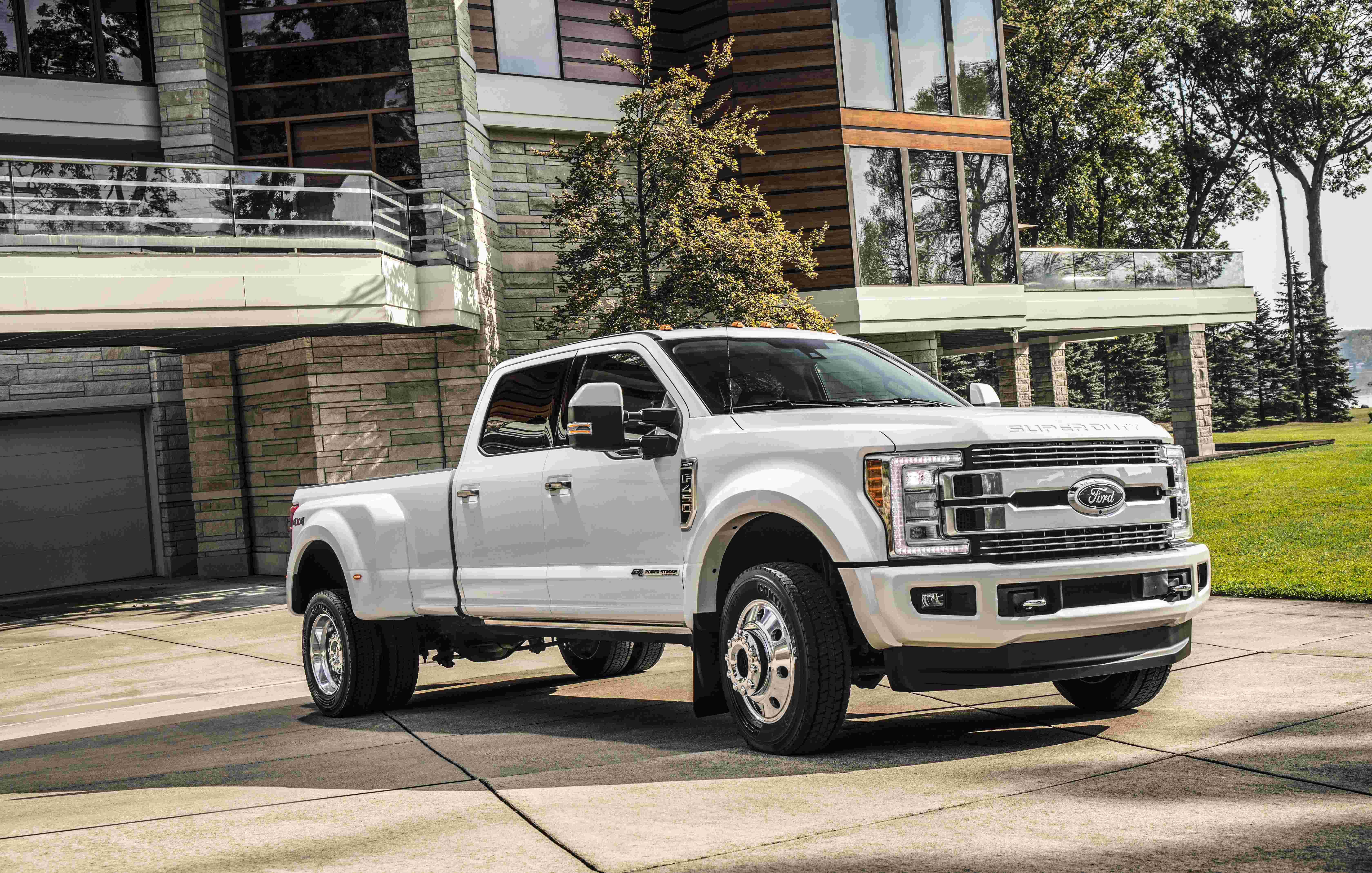 first 100k ford pickup among new 2018 super duty line up medium duty work truck info. Black Bedroom Furniture Sets. Home Design Ideas