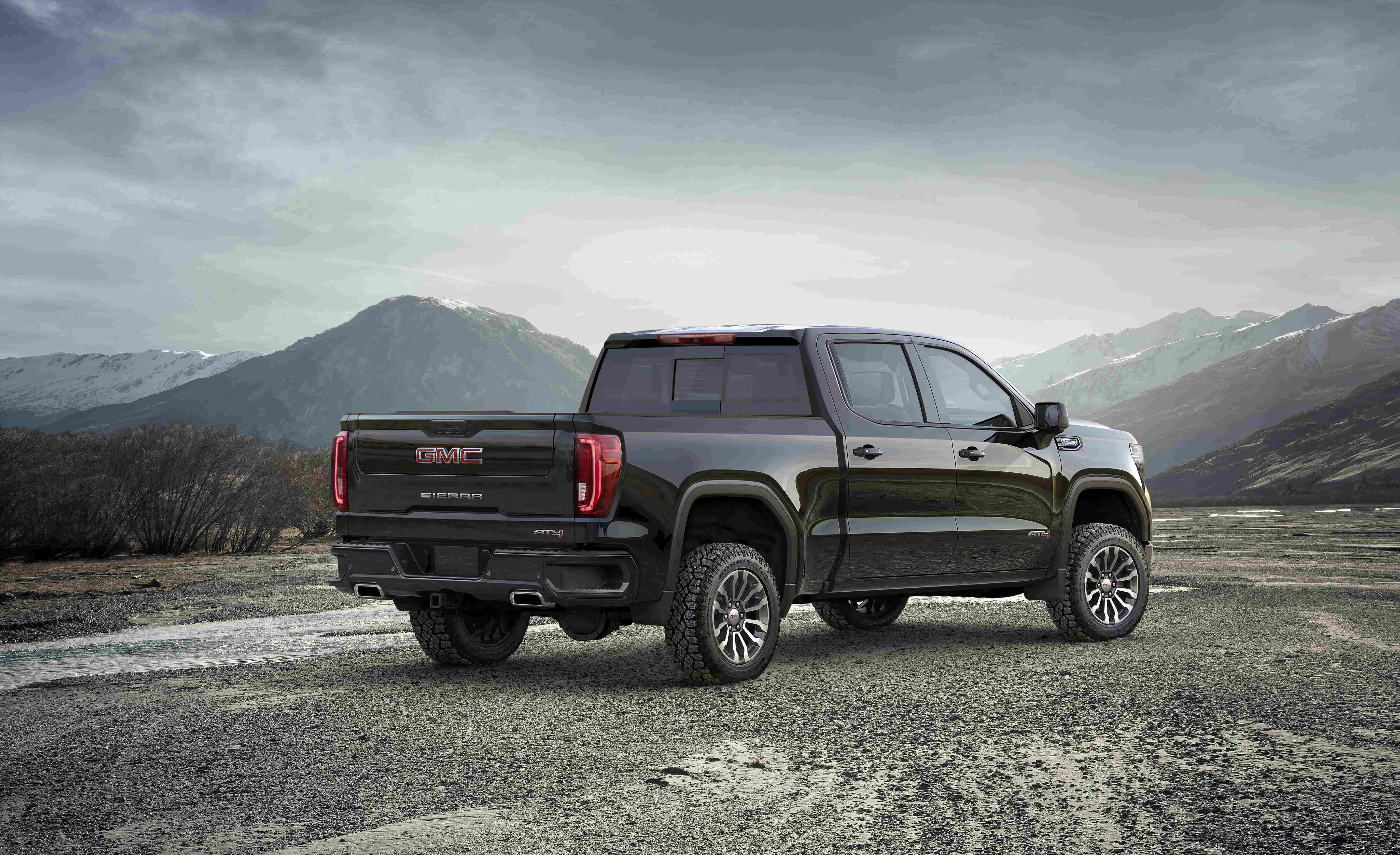 2019 GMC Sierra AT4 strives for bold, off-road luxury ...