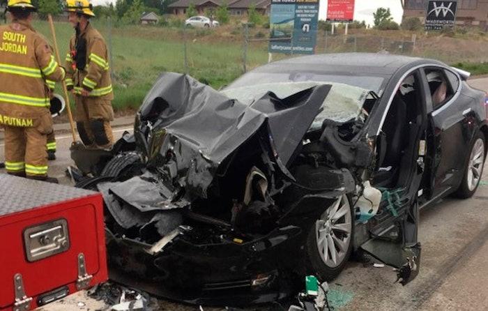 Tesla-Autopilot-wreck