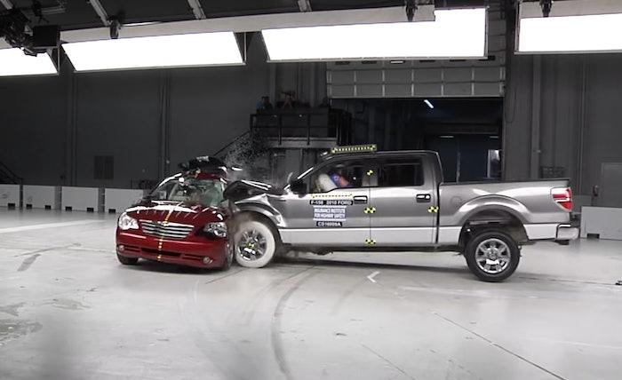 Ford-Sebring-crash-red-light-IIHS