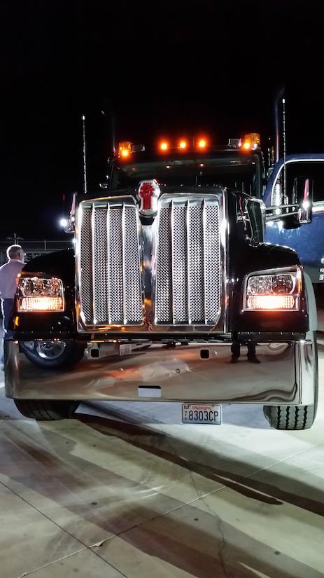 kenworths   builds  legacy   medium duty work truck info