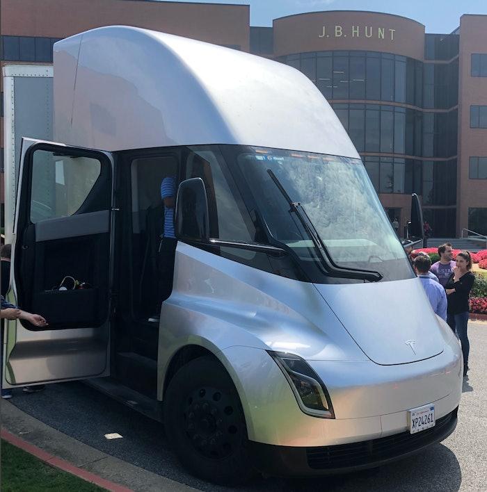 Tesla-Semi-road-tour