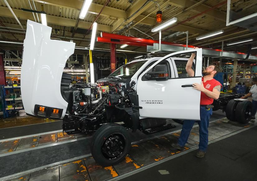Chevy rolls out first-ever Silverado medium-duty trucks to dealers nationwide | Medium Duty Work ...