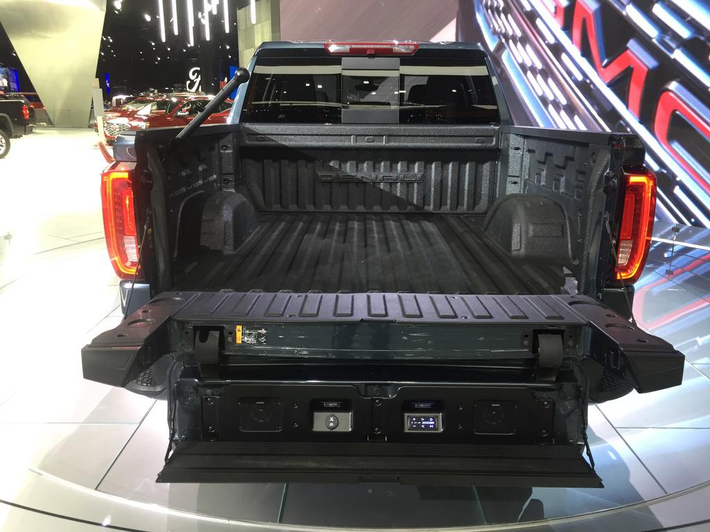 Truck Sound System >> Gmc Tailgate Offers Built In Sound System Medium Duty Work Truck Info