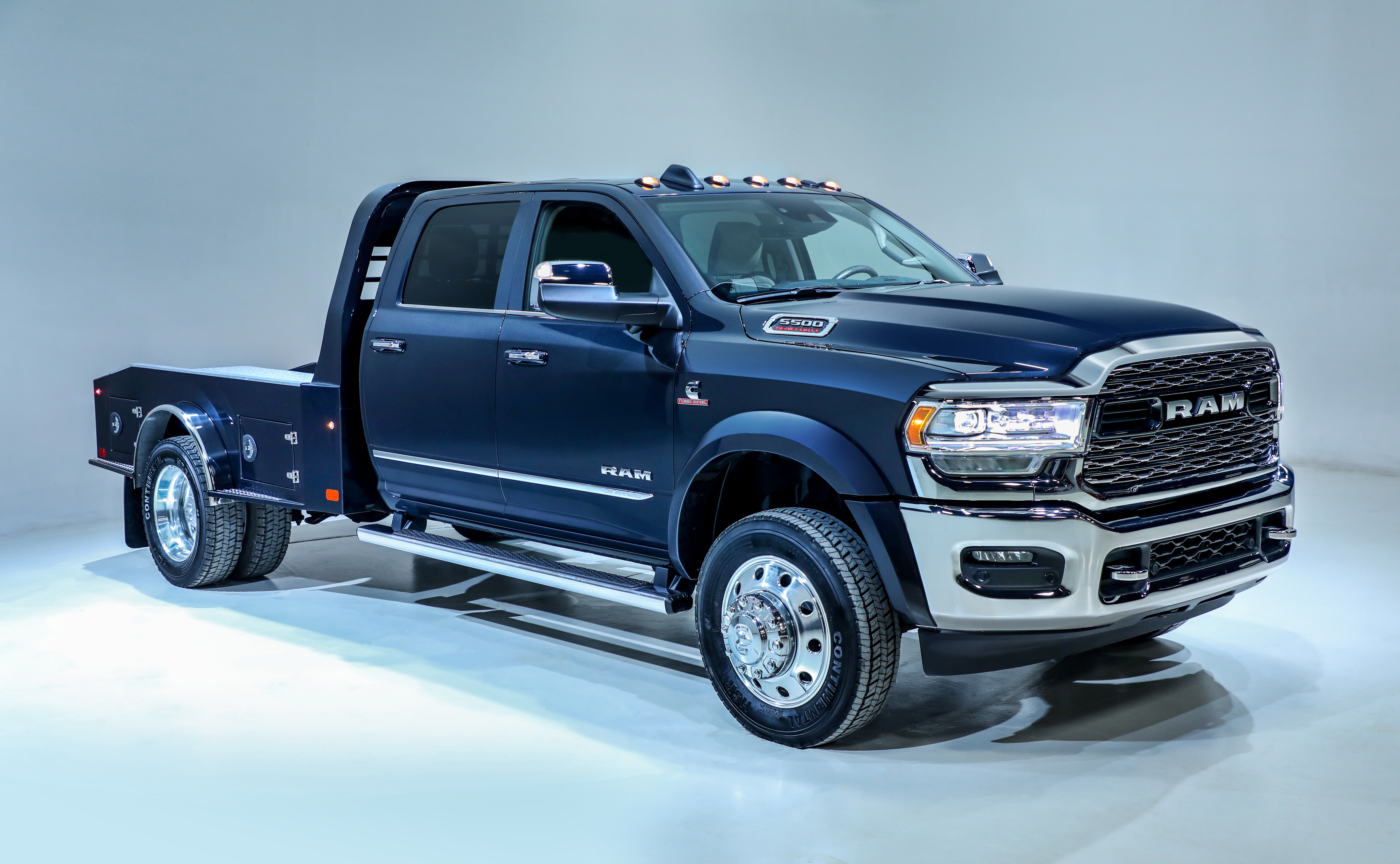 Dodge 5500 >> Ram Reveals 2019 3500 4500 5500 Chassis Cabs Medium